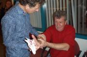 Oefenen verbanden aanleggen in de EHBO herhalingsles