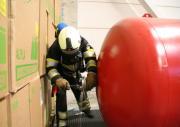 Brandweer heft lekkage op om omgeving veilig te stellen